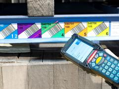 Multilevel-Barcodeetikette mit Scanner