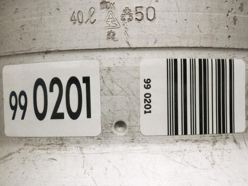 Barcodeetikette auf Milchkanne